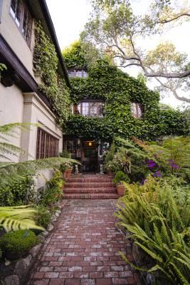 old monterey inn entrance