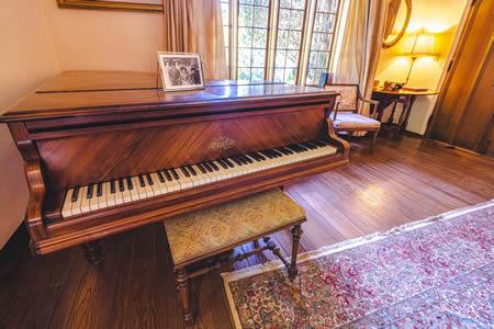 old monterey inn piano