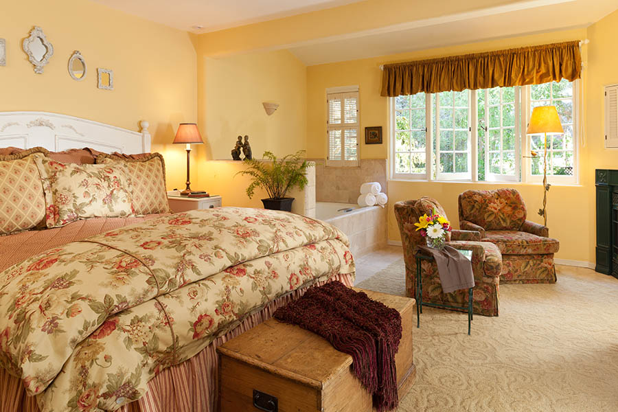 mayfield suite with bed and spa tub