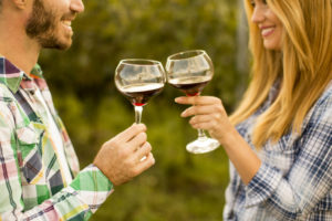 Wine tasting in Monterey - Couple cheersing