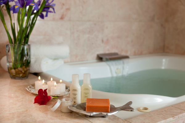 Relaxing Bath at Old Monterey Inn